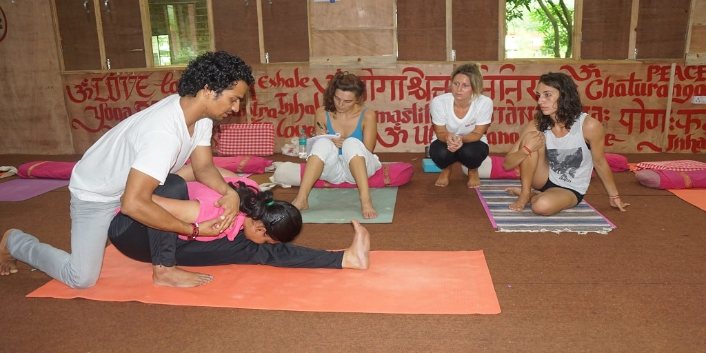 200-hrs-yoga-ttc-in-rishikesh